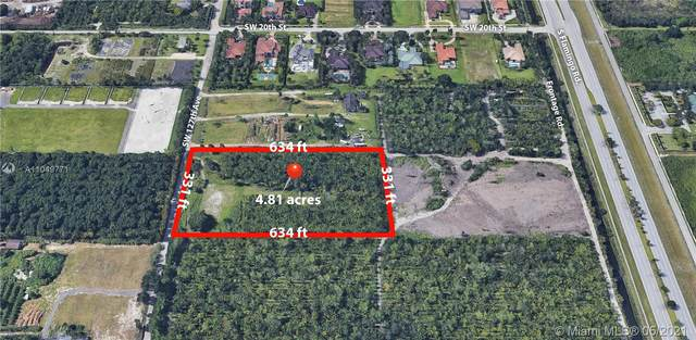2100 SW 127th Ave, Davie, FL 33325 (MLS #A11049771) :: The Paiz Group