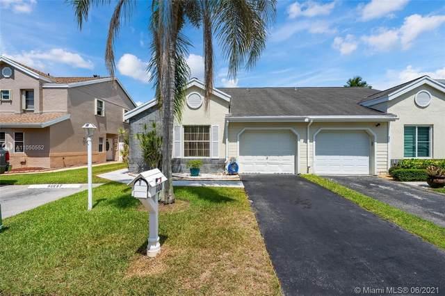 1100 SW 110th Ln, Davie, FL 33324 (MLS #A11050552) :: Castelli Real Estate Services