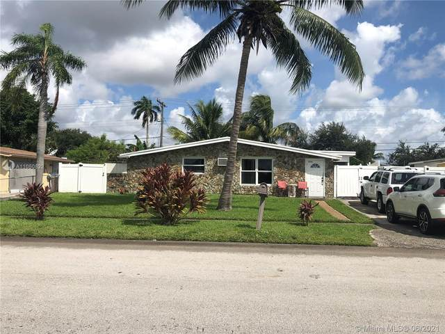 5741 SW 39th St, Davie, FL 33314 (MLS #A11050822) :: The Paiz Group