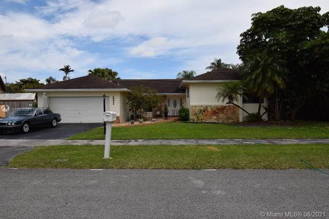 10211 SW 116th Ave, Miami, FL 33176 (MLS #A11050941) :: The Riley Smith Group