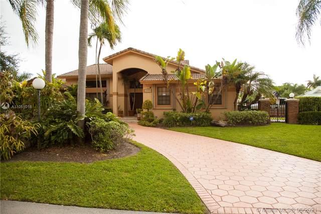 10090 SW 144 ST, Miami, FL 33176 (MLS #A11051018) :: The Riley Smith Group
