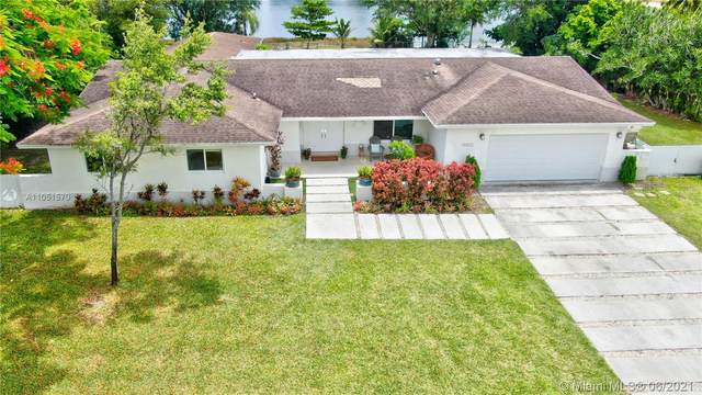 11012 SW 117th St, Miami, FL 33176 (MLS #A11051570) :: The Riley Smith Group