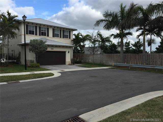 6901 NW 104th Ct, Doral, FL 33178 (MLS #A11051710) :: The Riley Smith Group