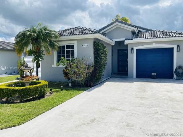 Miami, FL 33196 :: Douglas Elliman