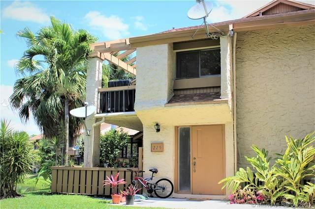 225 Wimbledon Lake Dr #225, Plantation, FL 33324 (MLS #A11052690) :: Berkshire Hathaway HomeServices EWM Realty