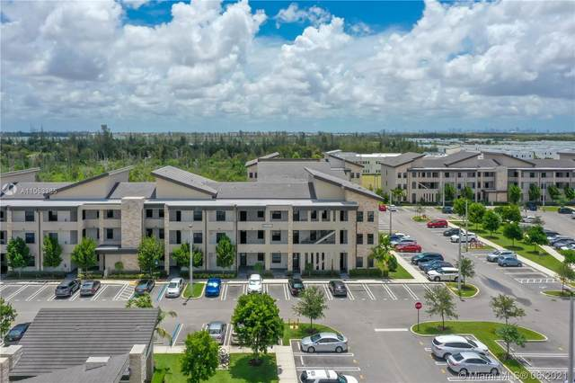 7925 NW 104th Ave #26, Doral, FL 33178 (MLS #A11053385) :: Berkshire Hathaway HomeServices EWM Realty