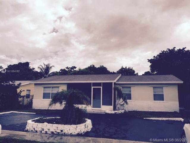 308 SW 77th Ave, North Lauderdale, FL 33068 (MLS #A11054182) :: The Pearl Realty Group