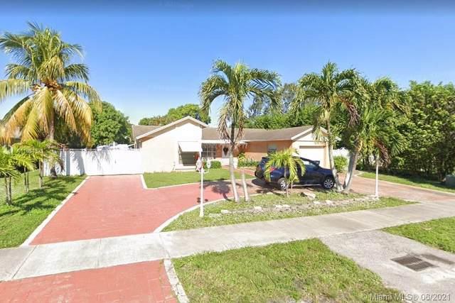 6021 NW 194th St, Hialeah, FL 33015 (MLS #A11054321) :: Albert Garcia Team