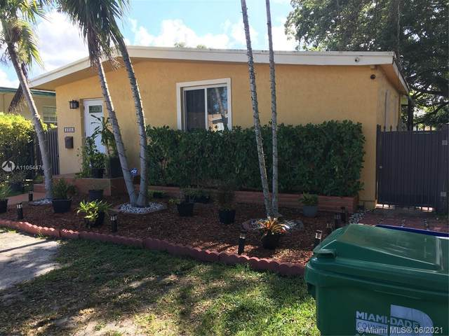 2300 SW 58th Ave, Miami, FL 33155 (MLS #A11054476) :: The Riley Smith Group
