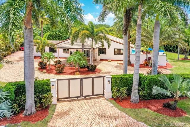 9425 SW 95th Ct, Miami, FL 33176 (MLS #A11054532) :: The Riley Smith Group