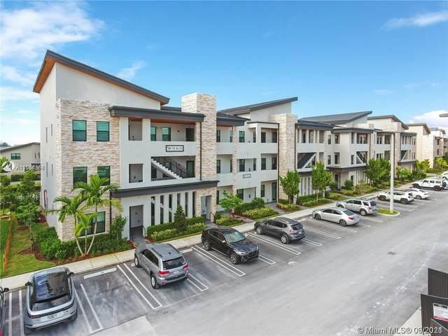 7809 NW 104th Ave #35, Doral, FL 33178 (MLS #A11054858) :: Albert Garcia Team
