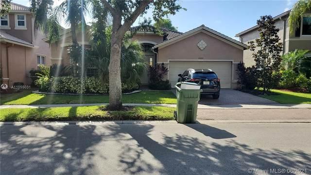 4404 E Whitewater Ave, Weston, FL 33332 (MLS #A11055031) :: Albert Garcia Team