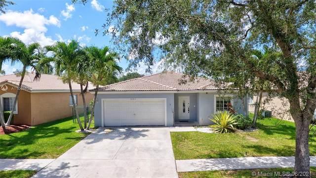 10383 SW 24th St, Miramar, FL 33025 (MLS #A11055137) :: Rivas Vargas Group