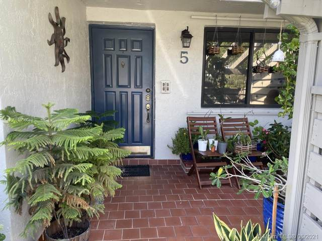 445 Lakeview Dr #5, Weston, FL 33326 (MLS #A11056043) :: Albert Garcia Team