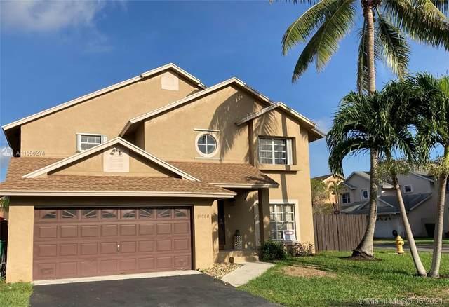 19180 NW 78th Ave, Hialeah, FL 33015 (MLS #A11056274) :: Albert Garcia Team
