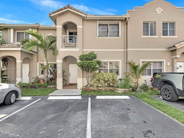 16617 NW 70th Ave, Miami Lakes, FL 33014 (MLS #A11056607) :: Douglas Elliman