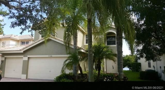 15284 SW 19th St, Miramar, FL 33027 (MLS #A11056654) :: United Realty Group