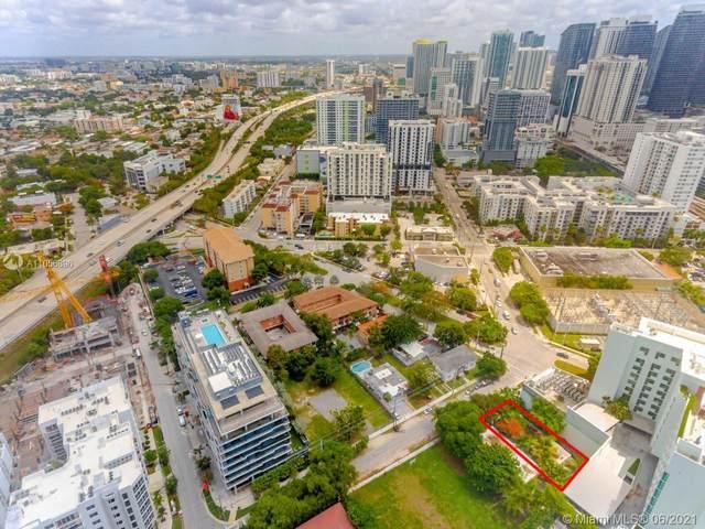 1511 SW 2nd Ave, Miami, FL 33129 (MLS #A11056896) :: The MPH Team