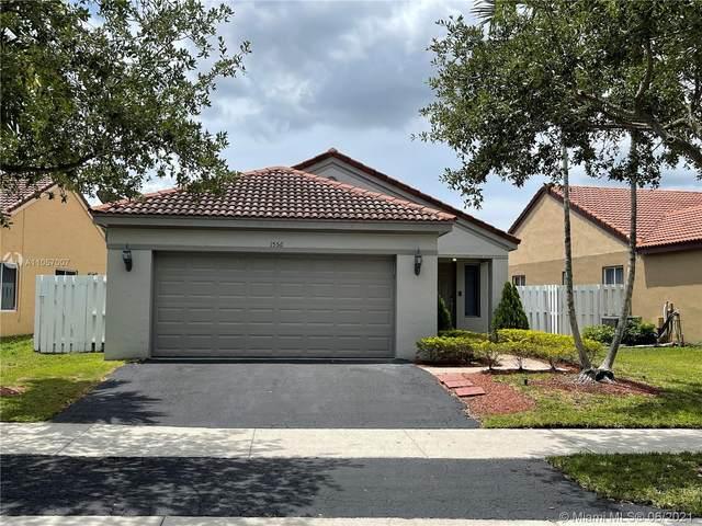 1556 Mira Vista Cir, Weston, FL 33327 (MLS #A11057007) :: The Teri Arbogast Team at Keller Williams Partners SW
