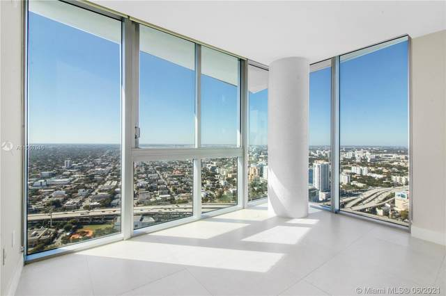 92 SW 3rd St #5205, Miami, FL 33130 (MLS #A11057515) :: KBiscayne Realty