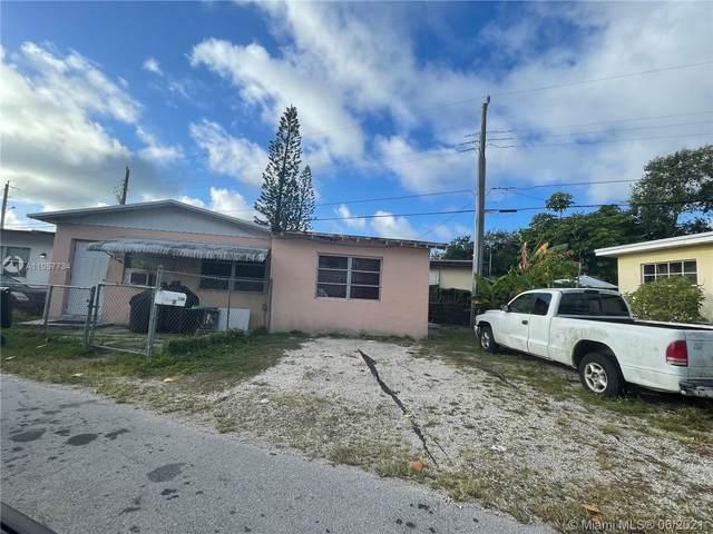 2380 NE 137th St, North Miami Beach, FL 33181 (MLS #A11057734) :: The Paiz Group