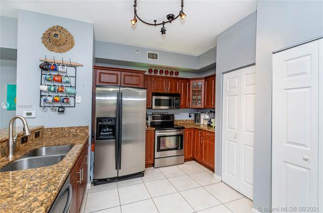 7230 NW 114th Ave #106, Doral, FL 33178 (MLS #A11058597) :: Rivas Vargas Group