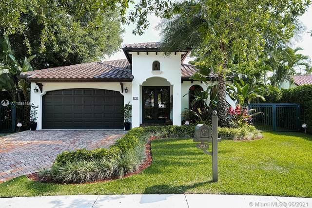 3231 SW 16th Ter, Miami, FL 33145 (MLS #A11059369) :: Carlos + Ellen