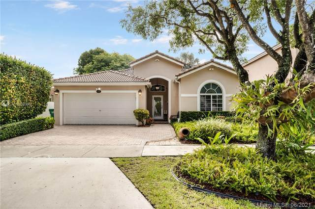 5441 NW 110th Ave, Doral, FL 33178 (MLS #A11059396) :: Rivas Vargas Group