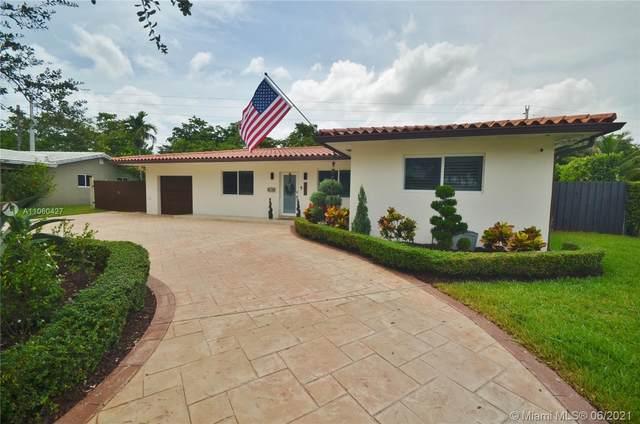 6772 Parkinsonia Dr, Miami Lakes, FL 33014 (MLS #A11060427) :: Team Citron