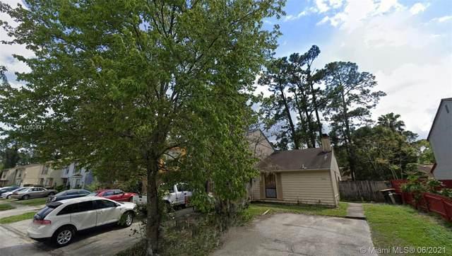 5654 Bennington Dr, Jacksonville, FL 32244 (MLS #A11060841) :: The Teri Arbogast Team at Keller Williams Partners SW