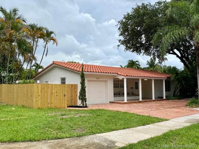 6925 Willow Ln, Miami Lakes, FL 33014 (MLS #A11061445) :: Team Citron
