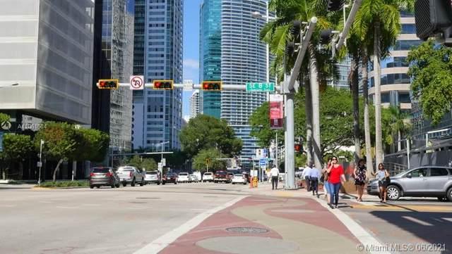 1200 Brickell Bay Dr #1801, Miami, FL 33131 (MLS #A11061684) :: Lucido Global