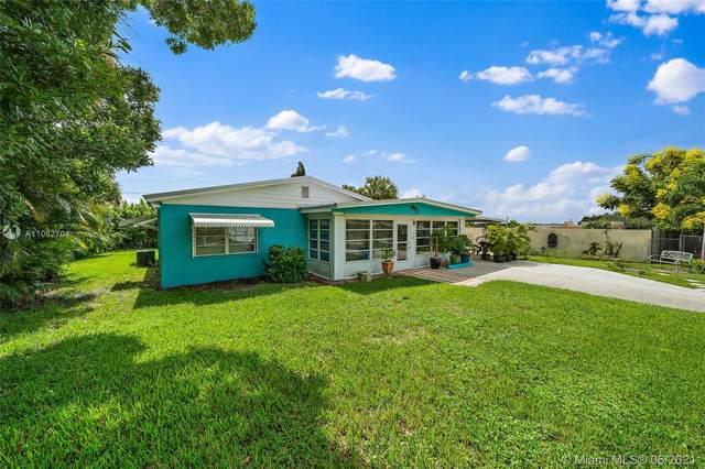 1624 NE Orion St, Jensen Beach, FL 34957 (MLS #A11062704) :: The Teri Arbogast Team at Keller Williams Partners SW