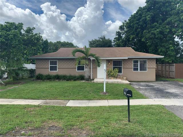8200 SW 7th St, North Lauderdale, FL 33068 (MLS #A11064631) :: The Howland Group