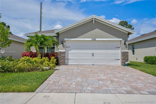 5720 SE Pinehurst Trl, Hobe Sound, FL 33455 (MLS #A11065149) :: Equity Advisor Team
