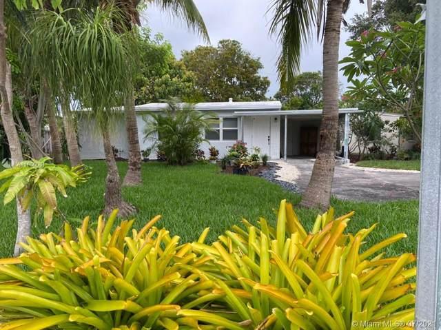 2561 NE 12th Ave, Pompano Beach, FL 33064 (MLS #A11066081) :: Team Citron
