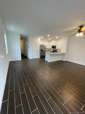 1125 NW 40th Way, Lauderhill, FL 33313 (MLS #A11069192) :: Castelli Real Estate Services