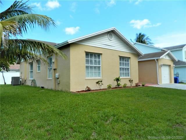 921 SW 88th Way, Pembroke Pines, FL 33025 (MLS #A11070665) :: Castelli Real Estate Services