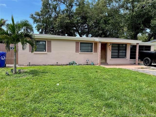 5704 Cody St, Hollywood, FL 33021 (MLS #A11070993) :: Prestige Realty Group