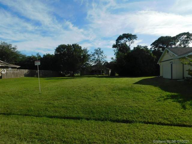 612 SE Crescent Ave, Port Saint Lucie, FL 34984 (MLS #A11071047) :: The Riley Smith Group