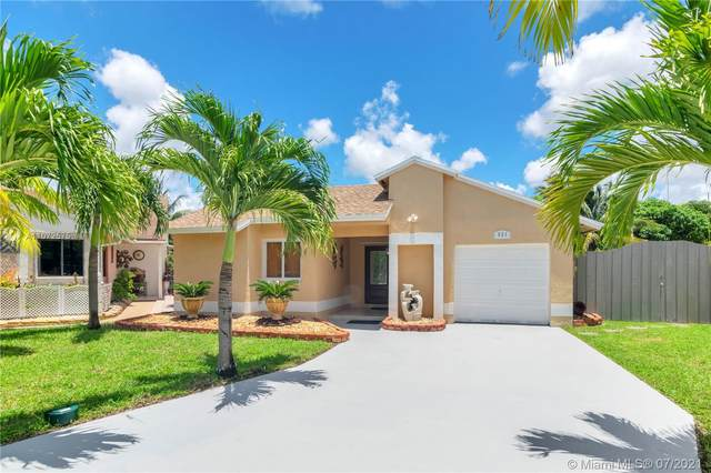 921 SW 112th Ave, Pembroke Pines, FL 33025 (MLS #A11072575) :: Equity Advisor Team