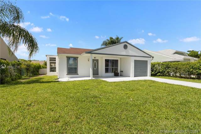 8257 Cedar Hollow Ln, Boca Raton, FL 33433 (MLS #A11072709) :: The Paiz Group