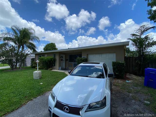 2126 N 32nd Ave, Hollywood, FL 33021 (MLS #A11073359) :: Castelli Real Estate Services