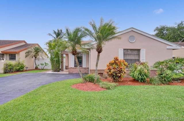 13740 Oak Ridge Dr, Davie, FL 33325 (MLS #A11073559) :: Carole Smith Real Estate Team