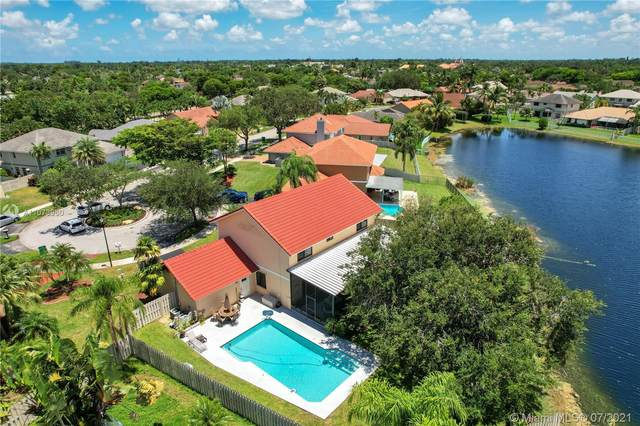 811 Altavista Ter, Davie, FL 33325 (MLS #A11073960) :: Carole Smith Real Estate Team