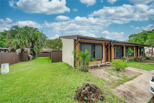 10331 Holly Ct, Pembroke Pines, FL 33026 (#A11073991) :: Dalton Wade