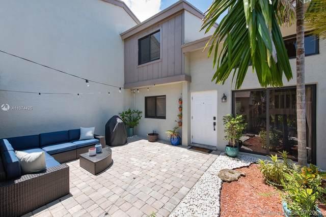 10576 SW 112th Ave, Miami, FL 33176 (MLS #A11074425) :: Carole Smith Real Estate Team