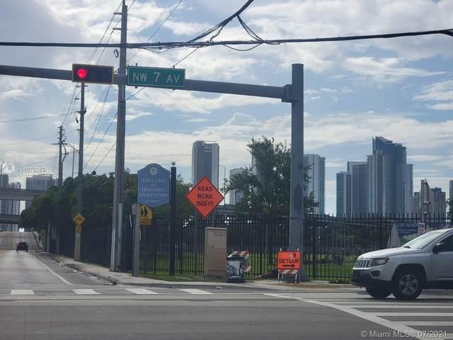 Miami, FL 33136 :: Douglas Elliman