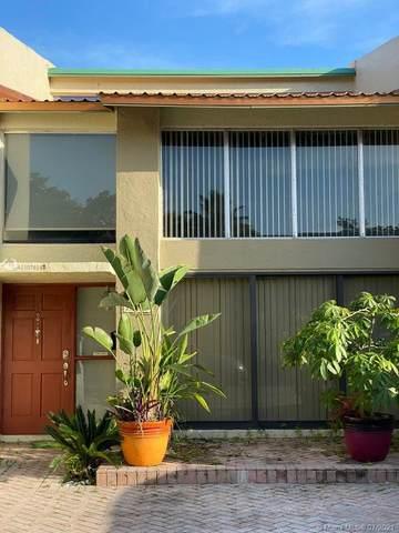 741 E Coco Plum Cir #2, Plantation, FL 33324 (MLS #A11075542) :: Carole Smith Real Estate Team