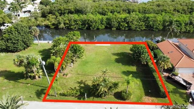 8545 SE Palm St, Hobe Sound, FL 33455 (MLS #A11075806) :: Castelli Real Estate Services
